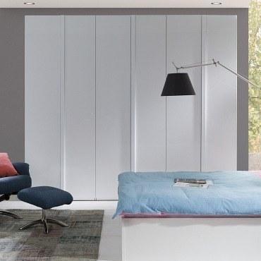 schlafzimmer italia mit extragro em schrank m bel f r. Black Bedroom Furniture Sets. Home Design Ideas